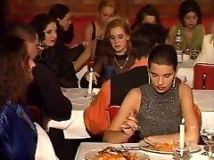 Een restaurant orgie in de openbare