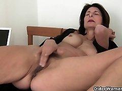 Močiutė rūpinasi savo poreikius orgasmic