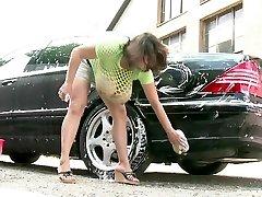 Milena Velba auto mazgāšana
