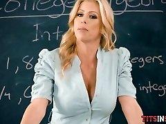 Prekleto Njegova Vroča Blondinka, Učiteljica Matematike
