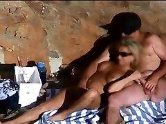 سکس ساحلی, دوربین فیلم برداری یک زن مقبول سفله,