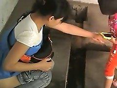 ķīnas dāmas vecā publiskā tualete