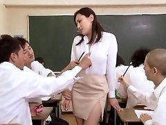 एशियाई लड़की स्कूल में