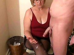 Pani Watson dáva jej suseda a handjob