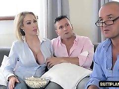 veliki joški, žena, globoko grlo in sperma