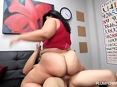 Big Booty Latina Driving Instructor Fucks Hung Guy Student