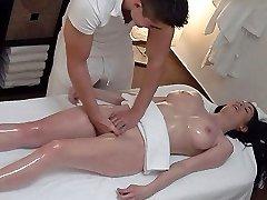 ootamatu rinnad ja pussy massaaž