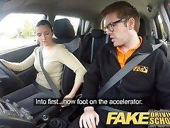 Falso Escuela de Conducción Peor Conductor Nunca se la Follan en el Coche