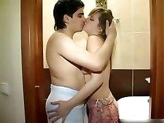 Nuova coppia cazzo in bagno