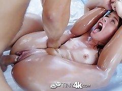 Tiny4K - Poco flexible Lilly Ford húmedo salvajes de mierda