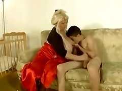 Abuela se folla al tio flaco