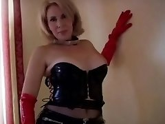 Sexy Mature in Rubber