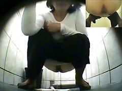 Hidden.Toilet.Piss.Spycam.Pisshunters-3