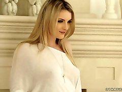 Auspicabile bellezza bionda Jemma di san Valentino viene forato bene