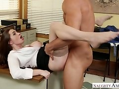 Stunning office chief Veronica Vain banged firm on the table