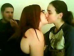 Kissing femmes 15