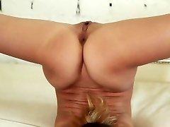 flexi nubile gymnast stretching