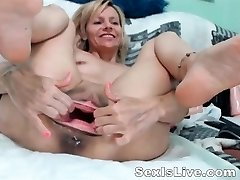 Mature fisting anal and muff