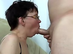 Ugly mature doll get fucked and squirting