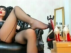 2018-07-27 12-41-30 mfc 16944800 dark haired milf in high high-heeled shoes