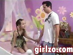 Vrlo mlada djevojka zavela odraslog čovjeka s vrlo velikim član
