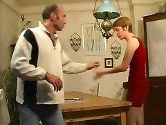 падчерица pomaže отчиму zaboraviti o svom porno-magazin !