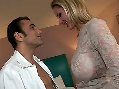 Gorgeous busty cougar Zoe gets her brown-eye polished
