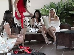 4 gorgeous girls show how to walk in high heels first-ever time