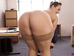 Voluptuous 29 yo English nympho Ashley Rider is so into taunting her own cunny