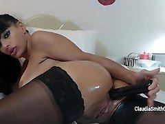 Glamourous MILF Claudia Smith fingers and playthings her pooper hard