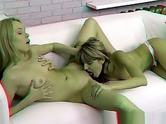 Porn Films 3 Dimensional - Bicurious teens in anal threesome