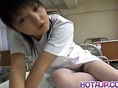 Miku होशिनो नर्स dildo के बेकार है वह पुरुष के साथ