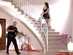 पुलिस का एक अतिरिक्त पारी