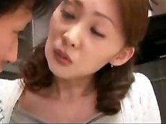 जापानी माँ###टी करने के लिए मदद मुझे मेरी पीठ धो लें