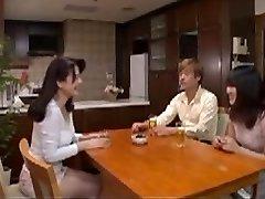 जापानी माँ में कानून की तुलना में बेहतर है पत्नी