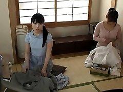 जापानी स्कूल वर्दी में किशोर