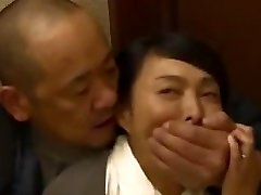 Robber lurks in the chinese family's house