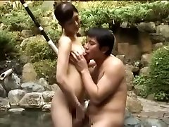 सेक्सी फूहड़ कमबख्त एशियाई लड़के एक पूल में