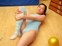 Oriental Teen cameltoe Pure non - stripped