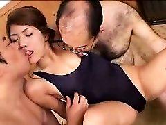 Lepa mlada dekle ima dve kinky stari fantje, ki uživajo svoj lo