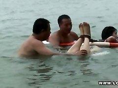 बंधन तैरने अजीब