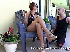 Handyman gets bosses wifes feet - Foot Job Foot Fetish Foot