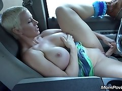 Big tit MOTHER I'D LIKE TO FUCK masturbates in car
