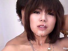 عیار ژاپنی می شود صورت خود را & های باران با انزال