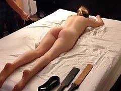 amateur blond tiener spanking sessie, riem riet paddle