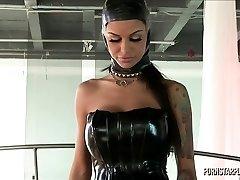 Angelina Valentine i Dominans av Veronica Avluv