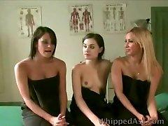 אחיות להפוך את המטופל העבד שלהם