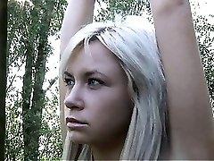 Dve blondinka teens mejo za dvojno perverznost