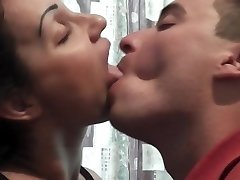 Giliai bučiavosi sesija