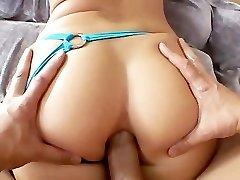 Feisty फूहड़ हो जाता है उसके गांड को हिलाकर रख दिया!